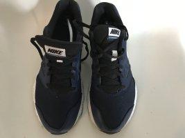 Dunkelblaue Nike Sneakers