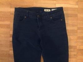 Dunkelblaue Review-Jeans