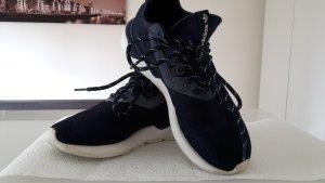 Dunkelblauer Adidas Tubular