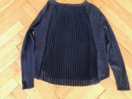 dunkelblaues Shirt mit Plisseefalten vorne und hinten
