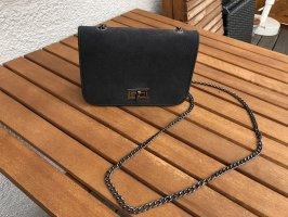 Dunkelgraue Tasche mit Kettenband