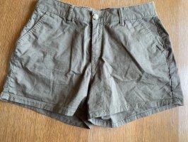 Dunkelgrüne Shorts Cargo Style