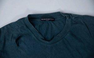 Dunkelgrünes Tshirt mit Löchern