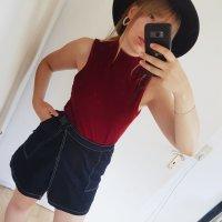 Amisu Top con colletto arrotolato carminio