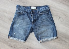 • Dunkle Jeansshorts