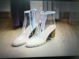 Durchsichtige Schuhe