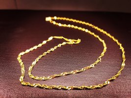 Cadena de oro color oro