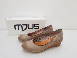 Mjus Zapatos de cuña marrón arena-beige