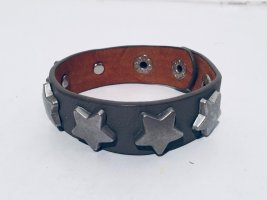 Edles Leder-Armband mit Stern-Nieten