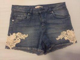 eine sehr schöne kurze Jeans