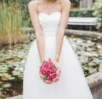 Suknia ślubna w kolorze białej wełny