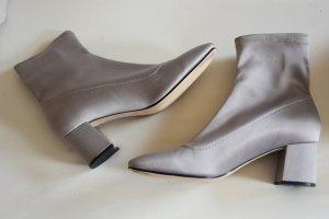 Elegante Stiefel Stiefeletten mit Blockabsatz und elastischem Bund von Zara