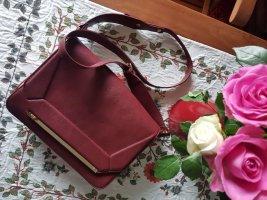 Elegante Umhängetasche von Zara in Burgunderrot-Farbe