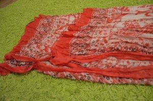 Eleganter rosa und weißer Schal