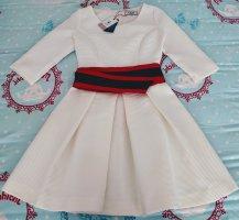 Elegantes Kleid mit Gürtel