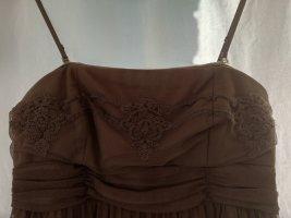 Elegantes Kleid mit Spitzenapplikationen