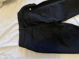 Enge Schwarze Jeanshose Gr 36