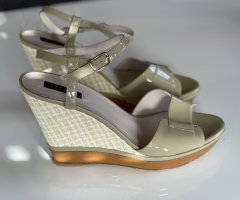Escada Wedge Sandals gold-colored leather