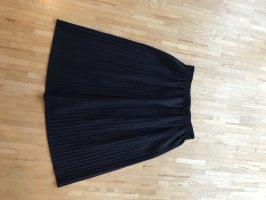 Faltenrock in dunkelblau von Zara