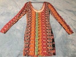 Farblich gestreiftes, schlankes Kleid