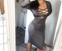 Fashion Nova Kleid taupe grau midi tiefer Auschnitt langarm lace up bodycon