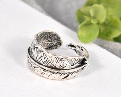keine Zdobiony pierścionek srebrny-czarny Metal