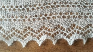 Châle au tricot crème-blanc cassé