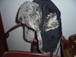 Futrzana czapka czarny Poliester