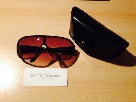Ferragamo Sonnenbrille mit steinbesetzten Trägern