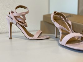 Filigrane Sandaletten zum Schnüren