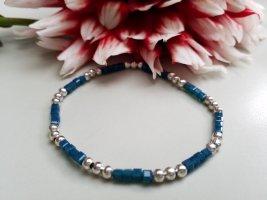 filigranes Armband mit hellblauen oder dunkelblauen Perlen