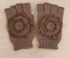 Fingerlose Handschuhe mit Blume