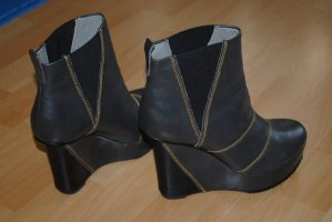 Finsk Wedges Urban Outfitters Limited Edition Blogger High Heels Plateau Cut Design Chelsea Boots