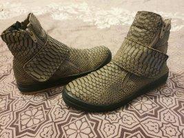 Flache Schuhe/ Schlangenmuster