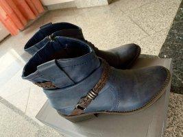 Flache Stiefeletten im Cowboy Style