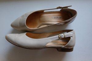 flacher Schuh aus Lackleder