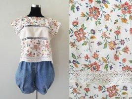 Florales Top mit Retro Muster und Häkelspitze aus Baumwolle, Upcycling. Gr. S / M