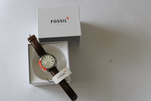 Fossil Watch With Leather Strap white