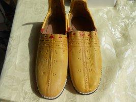 Handarbeit Moccasins gold orange leather
