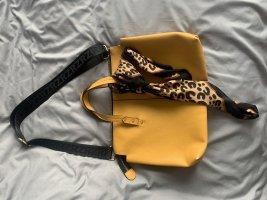 Gelbe Tasche bei Zara