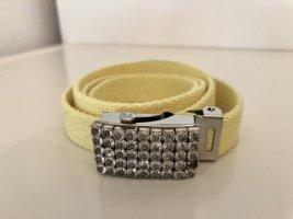 Cinturón de tela amarillo pálido