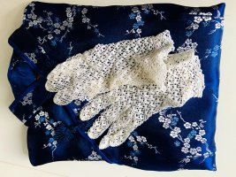 Geschichte zu Blau: Für Hochzeiten, besondere Anlässe, weiße Spitzenhandschuhe, Vintage