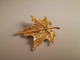 Vintage Brooch gold-colored-red