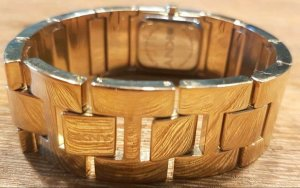 Goldene DKNY Armbanduhr mit Swarowski-Kristallen