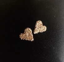 Goldene Herzohrringe