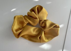 Goldenes Scrunchie