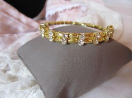Brazalete color oro