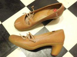 Gr. 38 Camper Pumps hellbraun Leder,  weicher Absatz sehr guter Zustand, hoher NP PS: Habe noch ein paar wenige andere Schuhe (auch von Art) in Gr. 38 die endlich mal wieder getragen werden möchten.... Kleidung und Taschen auch