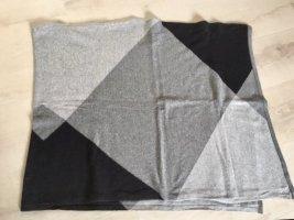 Grau Schwarzer Poncho