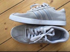 Graue Adidas Neo Sneaker